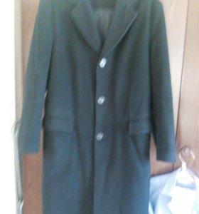 Пальто демисизонное кашемированное.