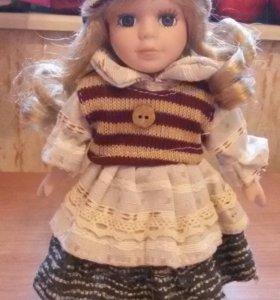 Фарфоровая коллекционная куколка