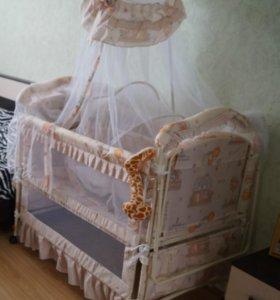 Кроватка-люлька,2 балдахина.