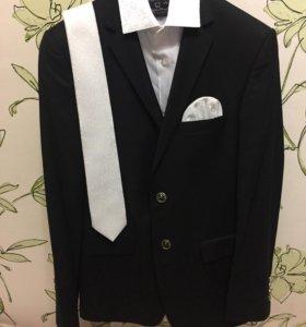 Костюм свадебный, рубашка,галстук р.44-46
