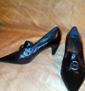 Туфли лакированные р.37,5