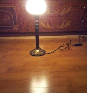 Настольная лампа.