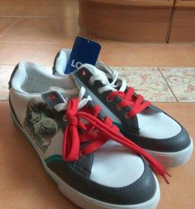 Подростковые кроссовки р.42