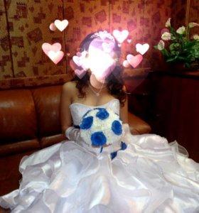 Очень красивое и счастливое свадебное платье