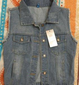 Стильная джинсовая жилетка,новая,размер s-m