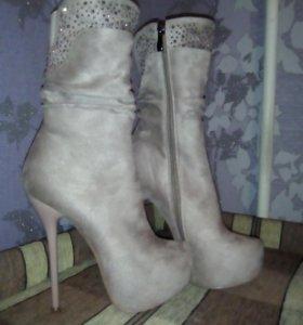 Новая,красивая обувь.р-р 37