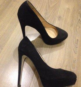 Туфли замшевые( новые)