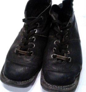 Ботинки лыжные, кожанные