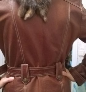 Куртка женская натуральная кожа. Воротник-енот.