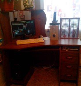 Компьютерный стол. В отличном состоянии .