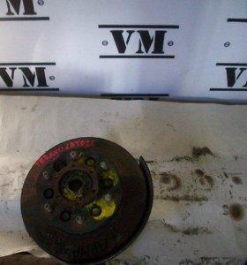 Ступица передняя правая с диском Nissan Terrano, L