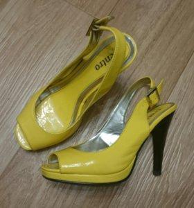 Туфли жёлтые лакированные 37