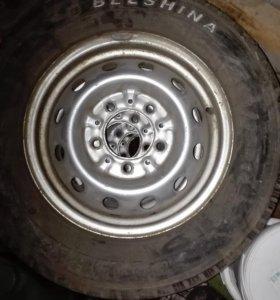 Продаю диски с резиной БЕЛШИНА 4 колеса на 15