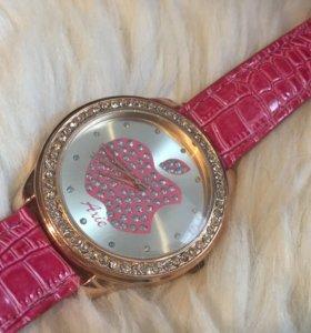Женские наручные розовые часы с яблочком