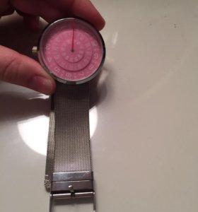 Часы на металическом ремешке