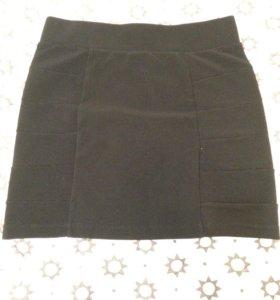 Чёрная облегающая юбка