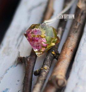 Подвеска кристалл с настоящей дикой розой