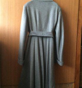 Абсолютно новое пальто 44 размер
