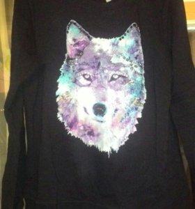 Женская кофта с волком