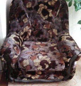 Диван раскладной и кресла 2 шт не раскладываются