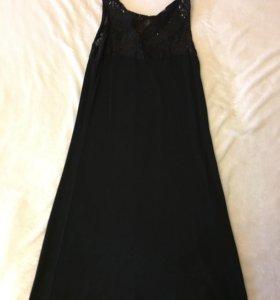 Маленькое чёрное платье (обтягивающее)
