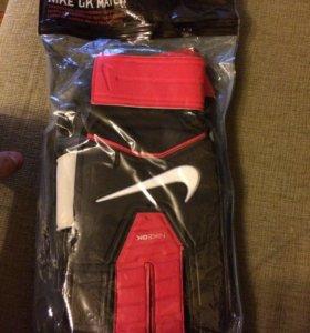 Вратарские перчатки Nike GK