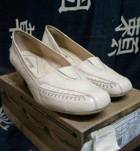 Новое кожанные туфли р.36