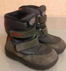Легкие и теплые ботинки фирмы Miki р.24