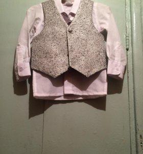 Рубашка белая, жилетка, бабочка