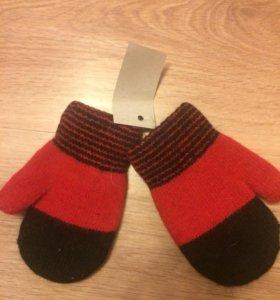Варежки, носки детсаие
