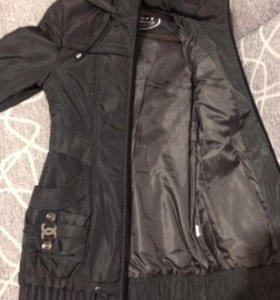 Женская куртка с капюшоном (идеальное состояние)