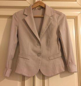 Трикотажный приталенный пиджак
