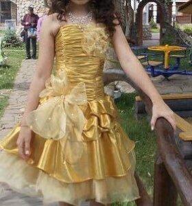 Золотистое шикарное платье