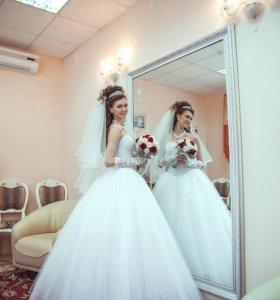 Свадебное платье,кольца к нему,фата,перчатки