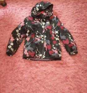 Куртка чёрная с цветами фирма reima