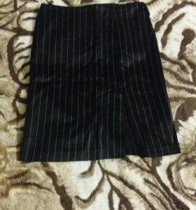 Черная в полоску юбка