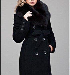 Шерстяное зимнее пальто с песцом