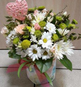 Букет из роз и хризантемы в коробке