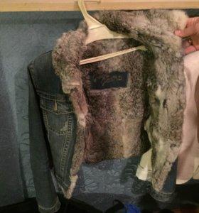 Джинсовая куртка с мехом кролика