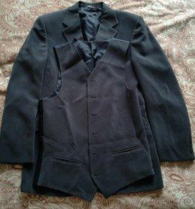 Мужской костюм тройка,размер 48—50.