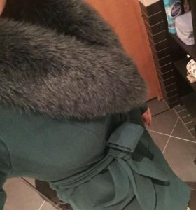 Пальто утеплённое с мехом из песца срочно продаю