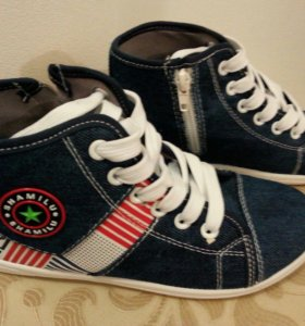 Новые кроссовки для мальчика