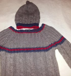 Комплект из свитера и шапки. Размер 42.