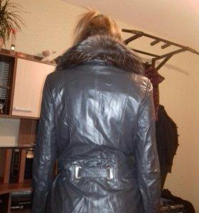 Куртка кожанная с воротником из натурального меха