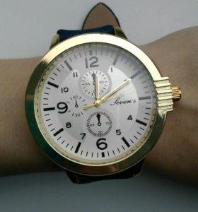 Часы с высоким большим циферблатом