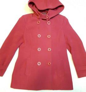 Женское пальто цвета фуксии