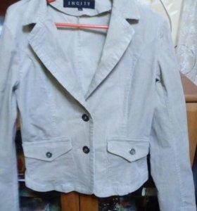 Женский вельветовый пиджак.