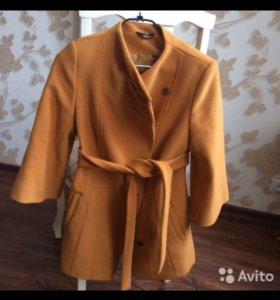 Демисезонное пальто, размер М