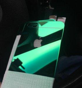 Зеленые защитные стекла iPhone.