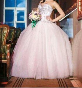 Дизайнерское свадебное платье и шубка